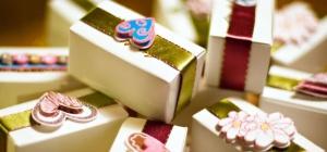 Что подарить на свадьбу взрослым молодоженам