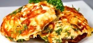 Как готовится свинина с помидорами и сыром в духовке