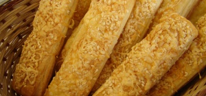 Как приготовить печенье «Сырные палочки»