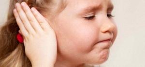 Что делать, если у ребенка болят уши