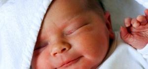 Что делать, если  у новорожденного болит живот
