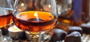На чем настаивать самогон, чтобы получить благородный напиток