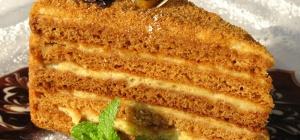 Как испечь медовый торт