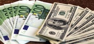 В чем хранить сбережения: в долларах или евро?