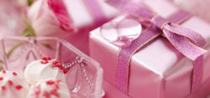 Розовая свадьба: что подарить