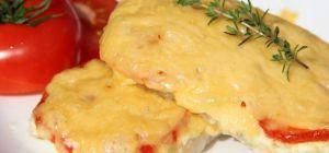 Свинина с помидорами под сыром