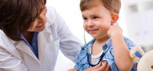 Ваш ребенок меньше, чем его сверстники? Не откладывайте визит к врачу!