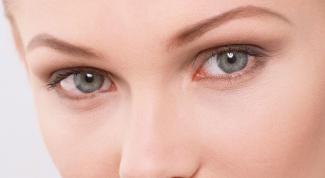 Как осветлить кожу вокруг глаз
