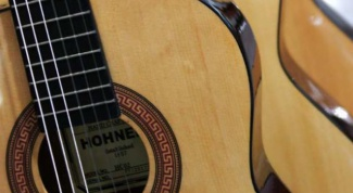 Как играть на гитаре