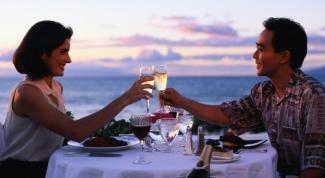 Как украсить стол на романтический ужин в 2018 году