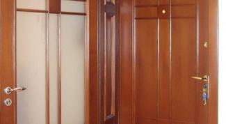 Как убрать жирные пятна с дверей