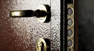 Как заменить замок в металлической двери