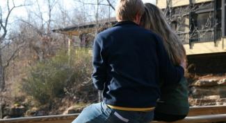 Как влюбить в себя парня, с которым встречаешься