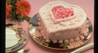 Как украсить торт взбитыми сливками