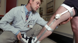Как лечить растяжение связок колена