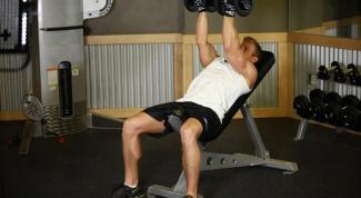 Как накачать мышцы груди гантелями