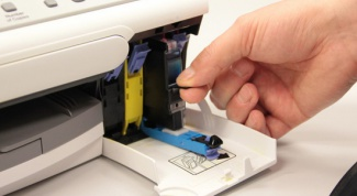 How to pull the cartridge out of the printer