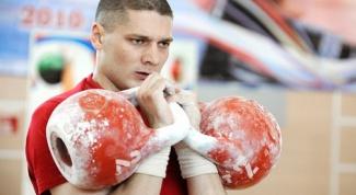 Как накачать мышцы при помощи гирь