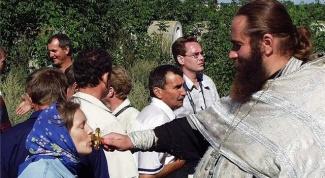 Как приветствовать священника