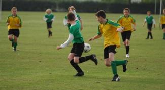 How to teach to play football