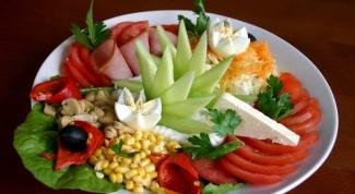 Как украсить салаты к празднику