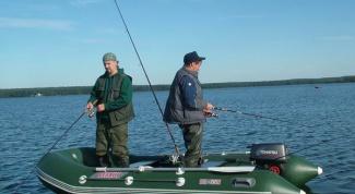 Как ловить рыбу с лодки