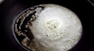 Как очистить старую сковородку