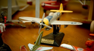 Как раскрасить модель самолета