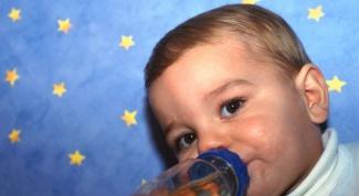 Как научить пить из бутылочки