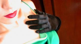 Какие аксессуары подобрать к зеленому платью