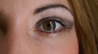 Как подчеркнуть зеленый цвет глаз