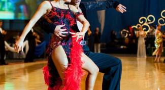 Как украсить платье для бальных танцев