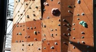 Как построить скалодром