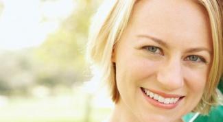 Как отбелить зубы народными методами