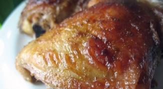 Как запечь куриные бедра в вине