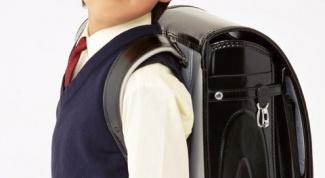 Как связать жилетку для мальчика спицами