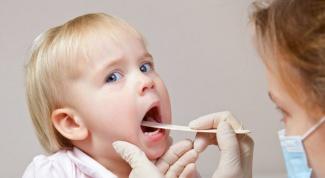 Как смазать горло ребенку