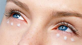 Как сделать питательную маску вокруг глаз
