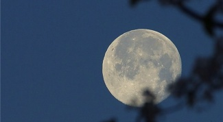 Why day the moon is visible