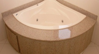 Как закрыть щель между ванной и стеной