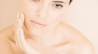 Как разгладить кожу лица