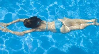 Почему нельзя плавать после еды