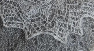 Как связать ажурный платок