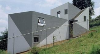 Как построить дом на склоне