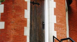 Как обить деревянную дверь