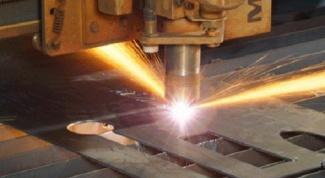 Как вырезать отверстие в металле