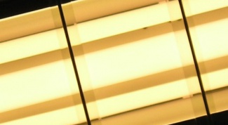 How to replace a fluorescent light