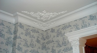 How to glue ceiling moldings