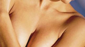 Почему перед месячными набухает грудь
