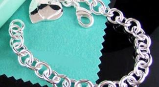 Как и с чем носить серебряные браслеты